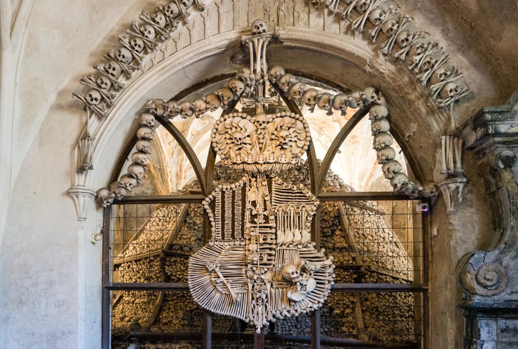 family shield bones sedlec ossuary