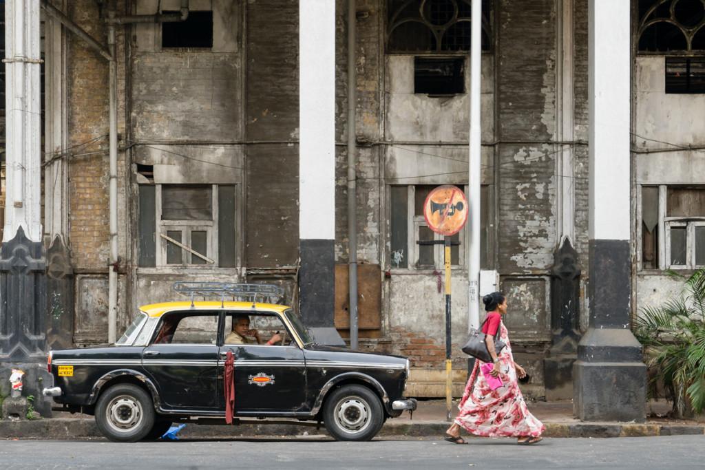 mumbai street scene